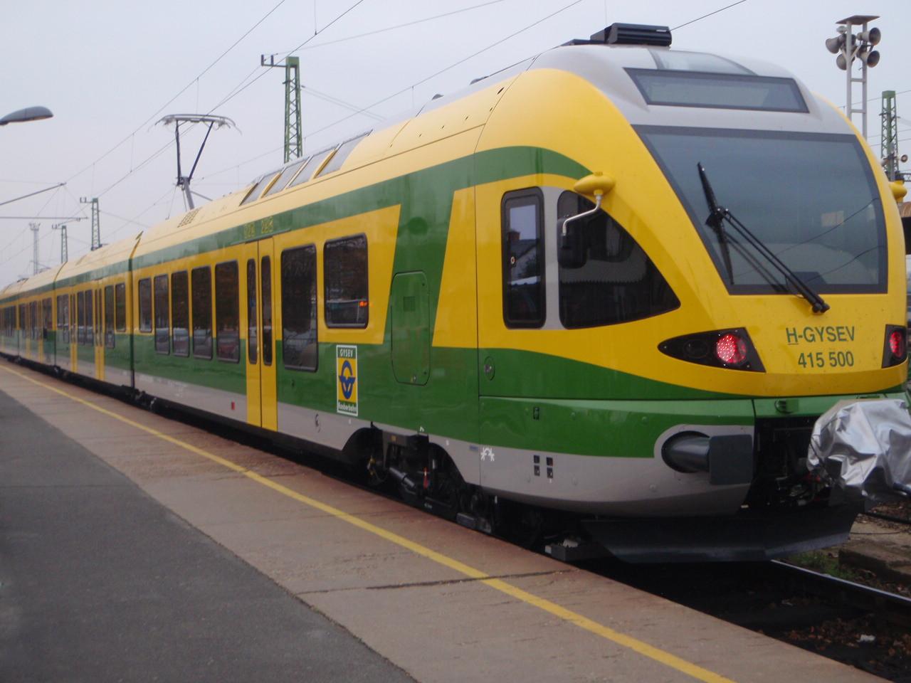 Hosszabb menetidő, korábbi indulás, vonatpótló buszok Szombathely és Budapest között