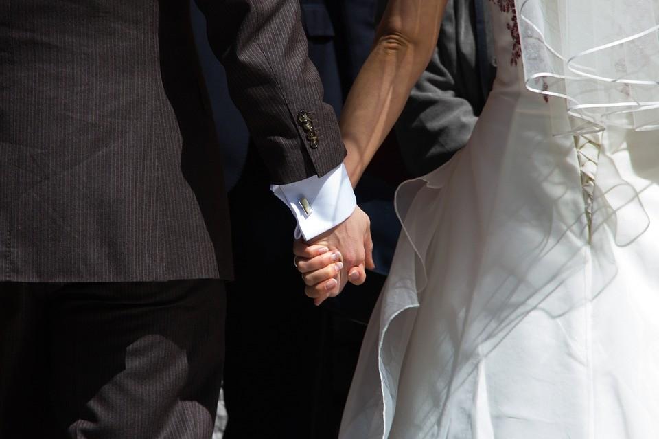 Álházasság, álapaság - így trükköznek a menedékkérők