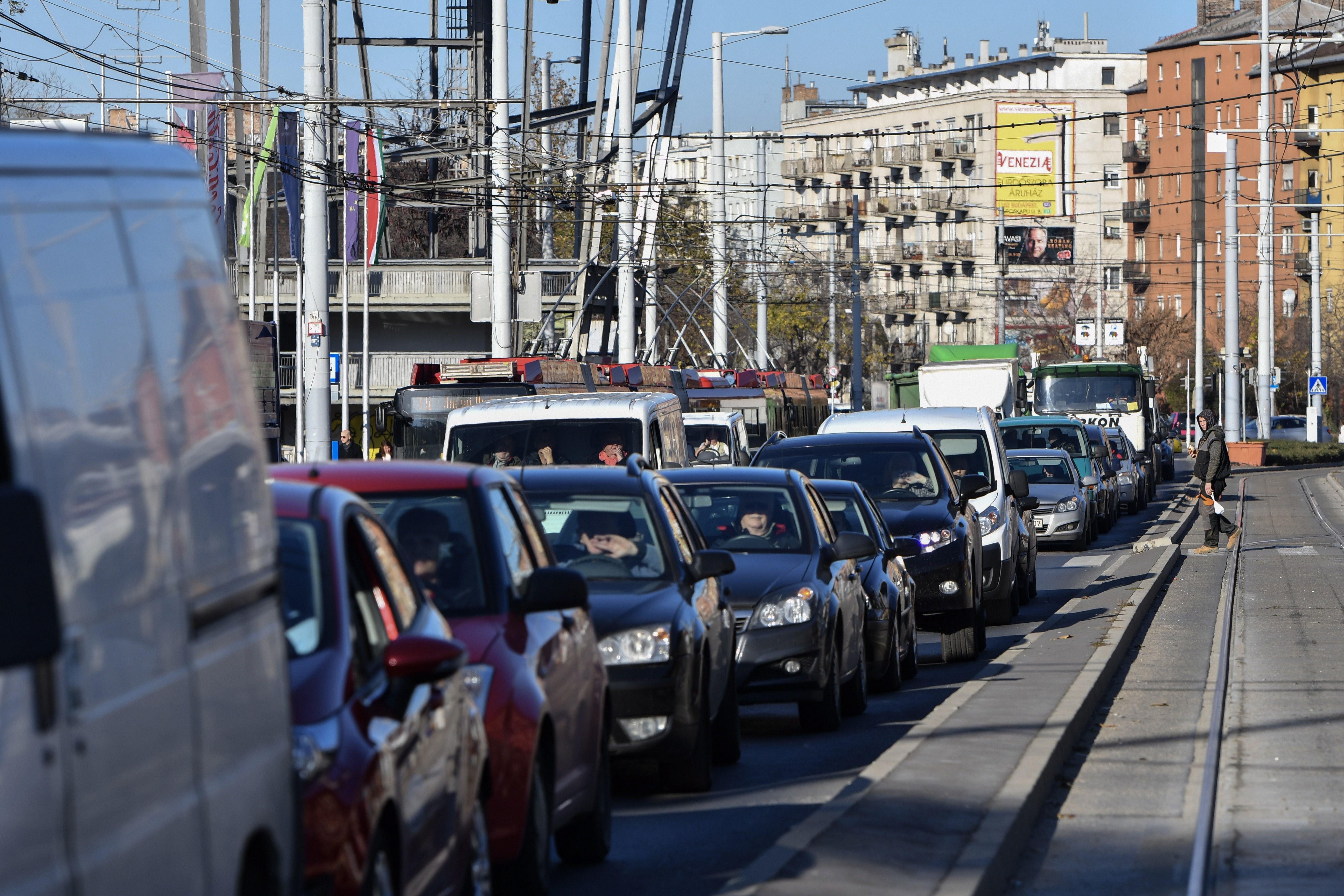 Itt számíthat forgalomkorlátozásokra kedden Budapesten