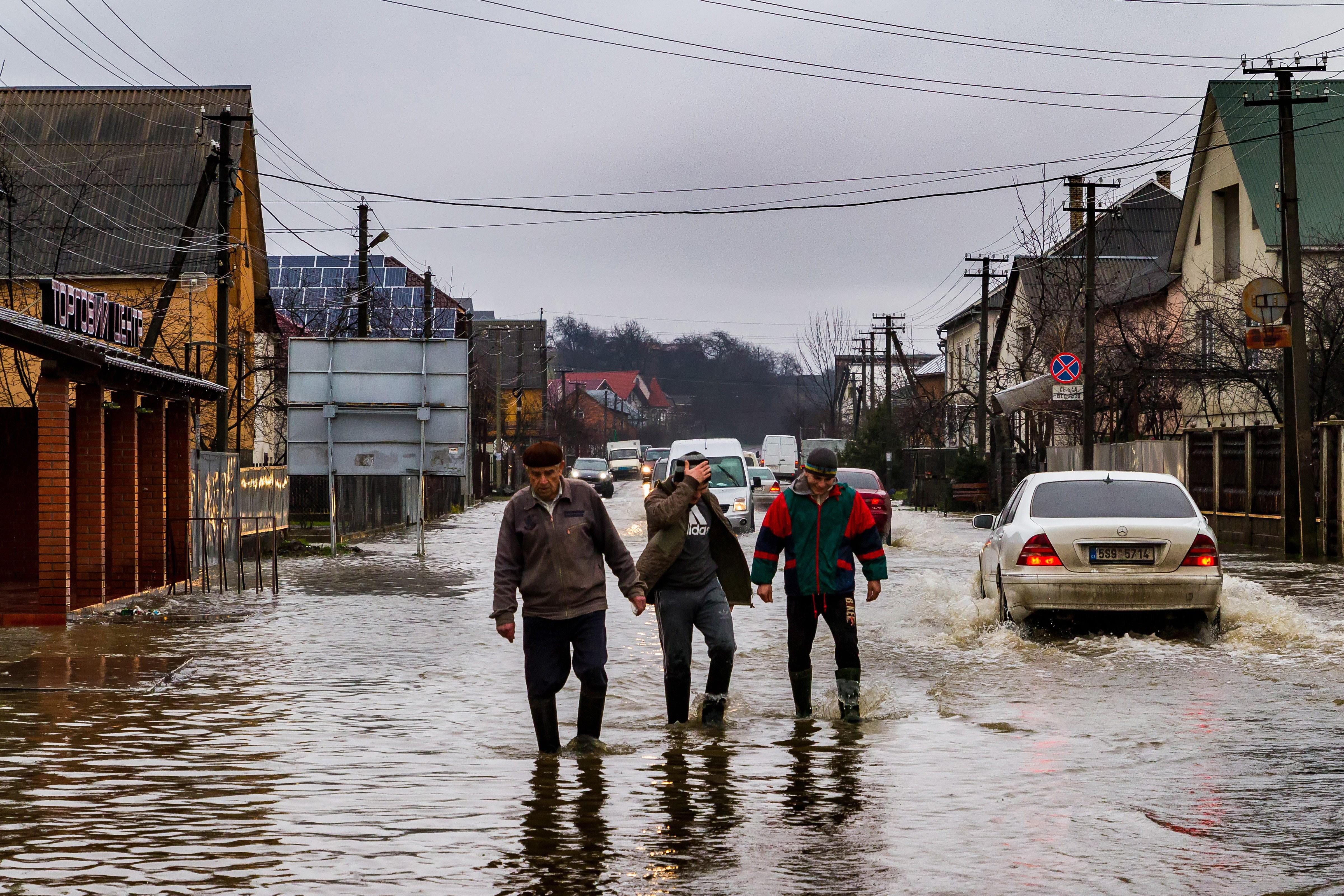 Árvíz - Közel ezer ingatlan került víz alá északkelet-magyarországi szomszédunknál