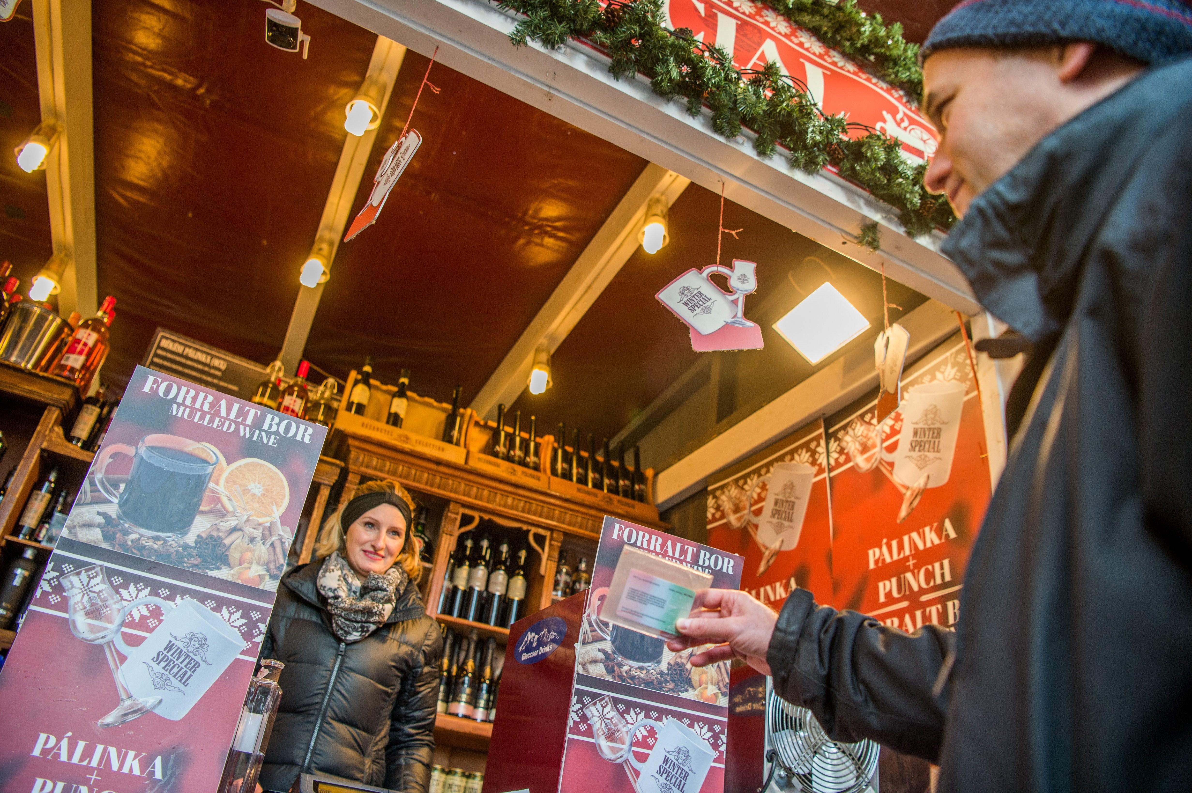 Sorra járják és ellenőrzik a hatóságok a karácsonyi vásárokat