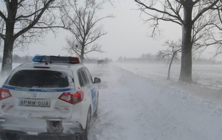 Lezárt utak - hóátfúvás, jeges útszakaszok Vas és Győr-Moson-Sopron megyében