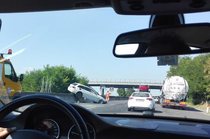 Tömegbaleset történt az M1-es autópályán