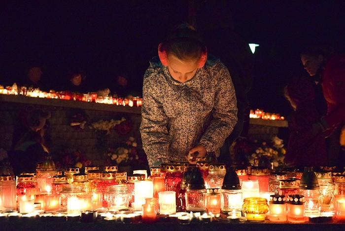 Halottak napja - Tovább tartanak nyitva a temetők