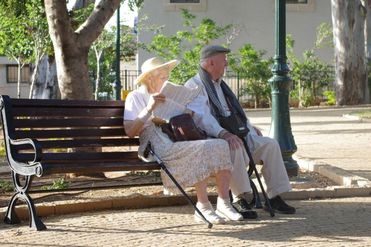 A nyugdíjasoknak ígért Erzsébet-utalványok már úton vannak