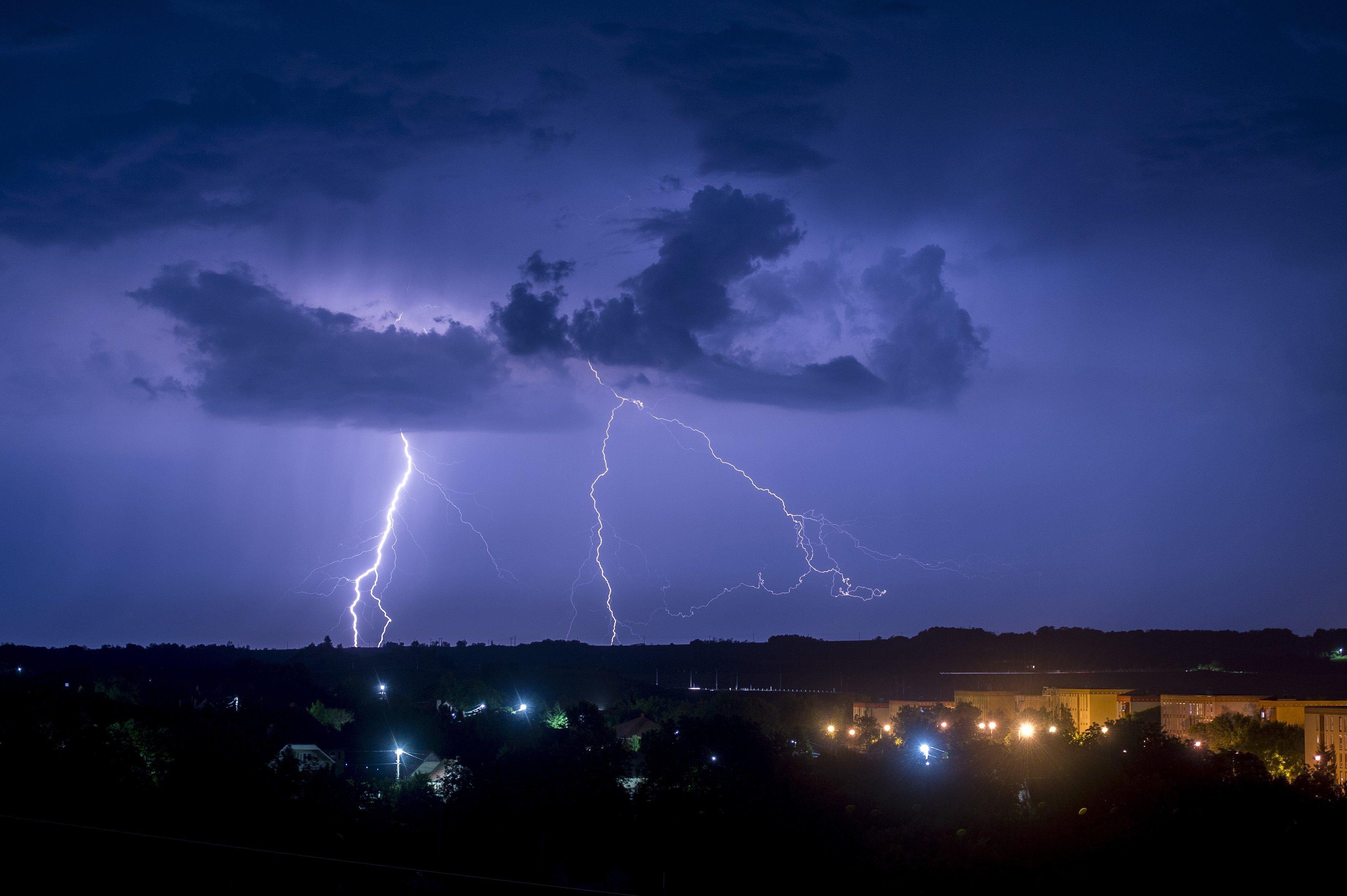 Viharkárok, kitelepítés és négy halott - Tombolt a vihar a nyugati országrészben