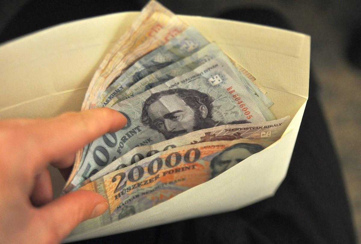 Ellenőrzi a hatóság a minimálbér és garantált bérminimum betartását