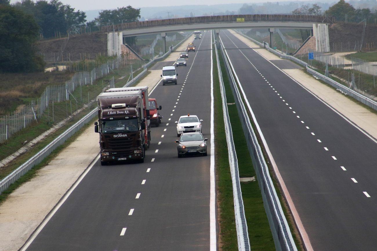 Útlezárás - Szombaton lezárják az M86-os autóút egy szakaszát
