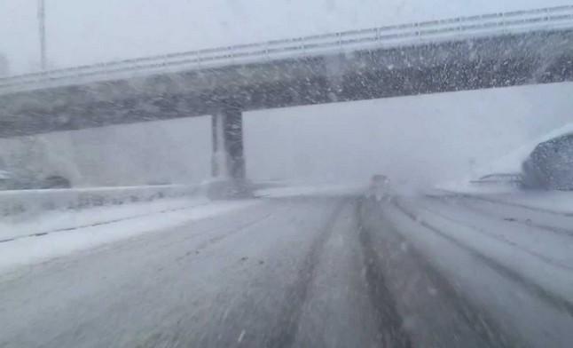 Hóátfúvás miatt kedden újabb utakat kellett lezárni