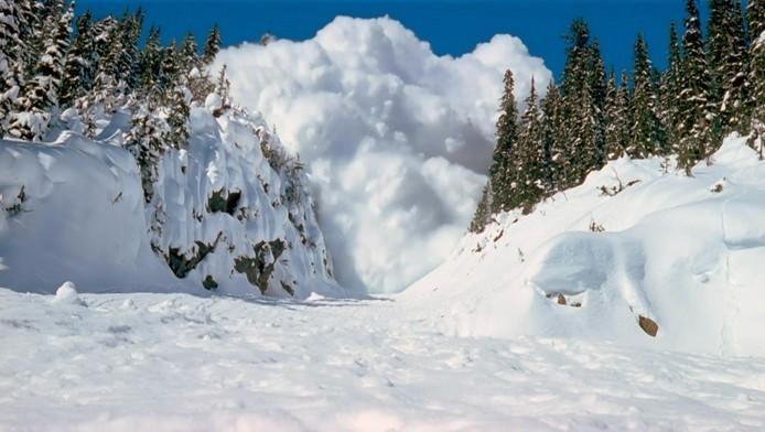 Lavina sodort el síelőket a francia Alpokban