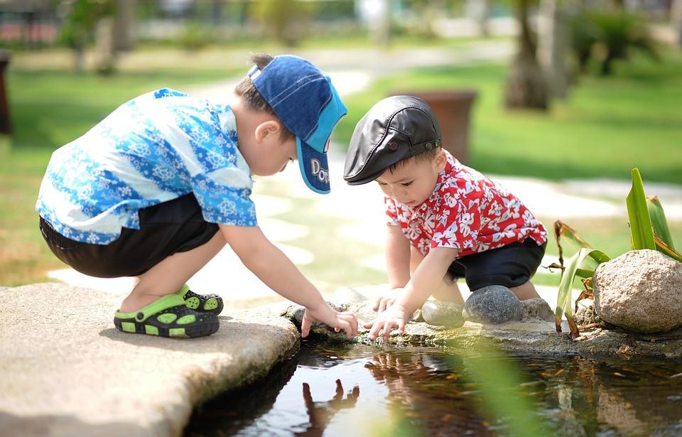 Társas helyzetekben a felnőttekhez hasonló módon képesek dönteni a kisgyermekek