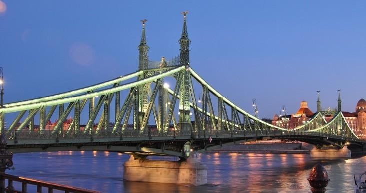 A júliusi hétvégeken ismét a gyalogosoké lesz a Szabadság híd