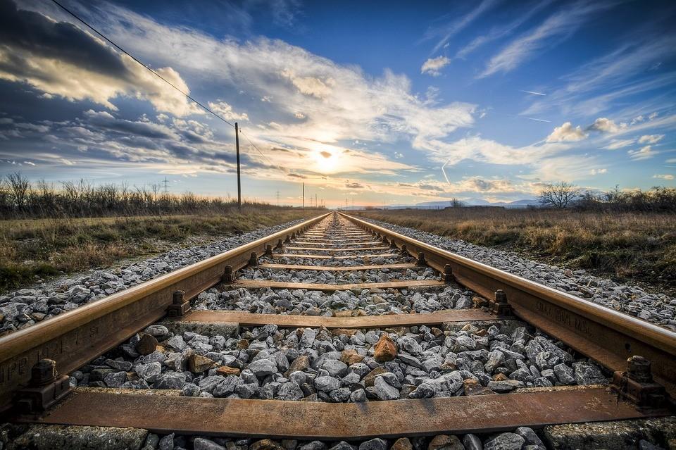 Már nincs fennakadás a szerdán kisiklott vonat helyszínén