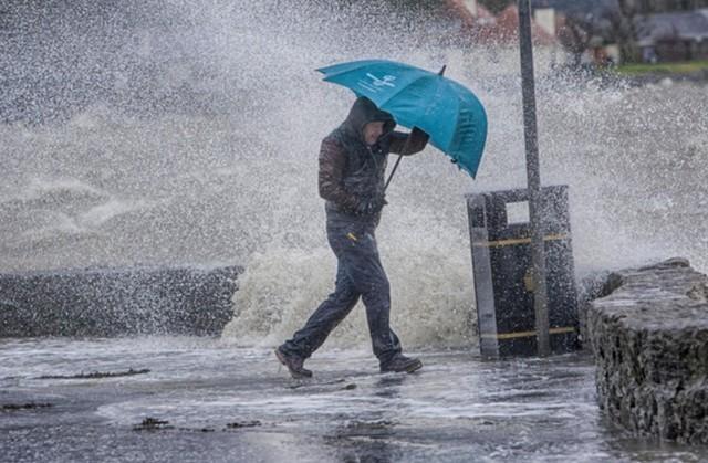 Halálos áldozatai is vannak a Katalóniára zúdult özönvízszerű esőzésnek