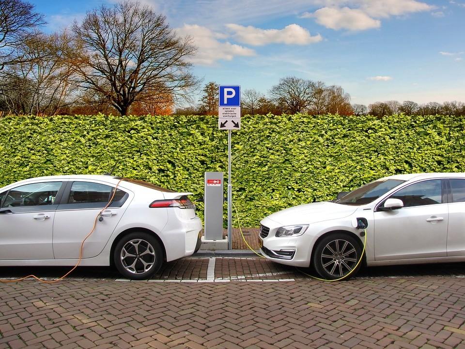 Hétfőtől ismét lehet pályázni az elektromos autók vásárlásának támogatására