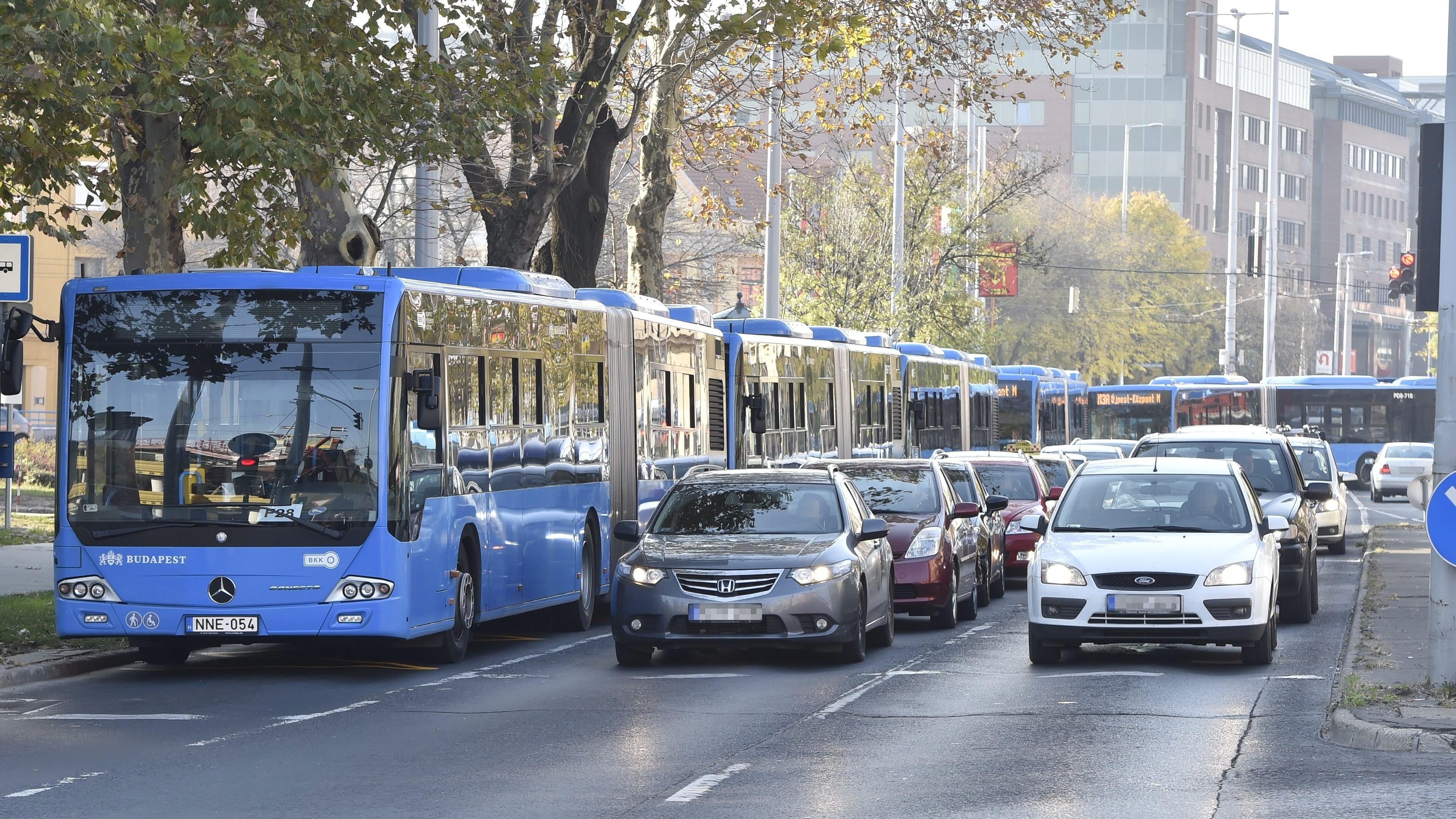 Útlezárások, forgalomkorlátozások Budapesten október 23-án