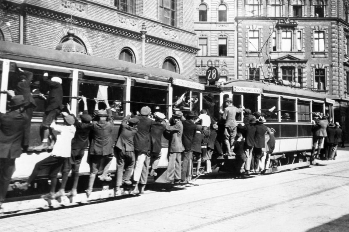 130 évvel ezelőtt adták át az első villamost Budapesten