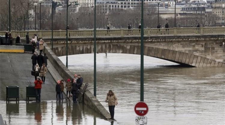 Még mindig emelkedik a Szajna vízszintje Párizsban
