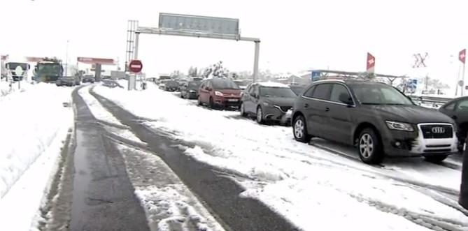 Komoly fennakadásokat okozott a havazás déli szomszédainknál
