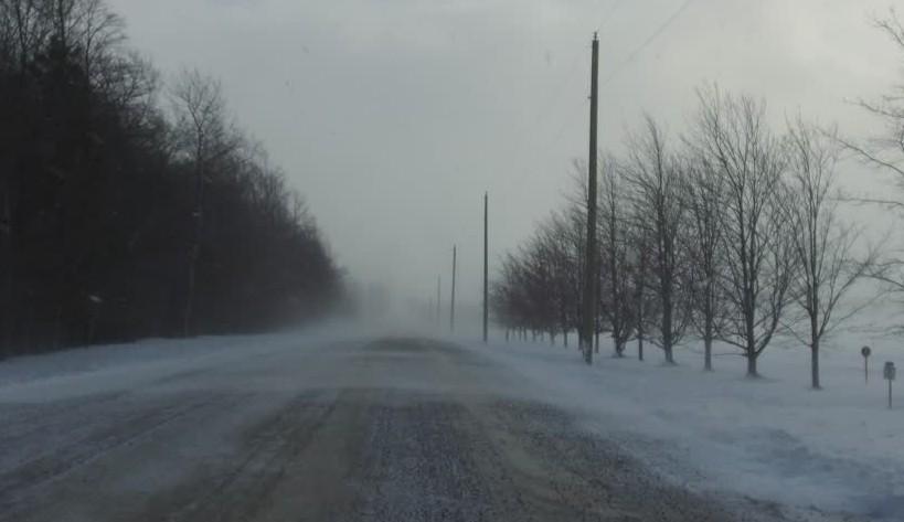 Hóátfúvás miatt hétfőn este lezártak több útszakaszt