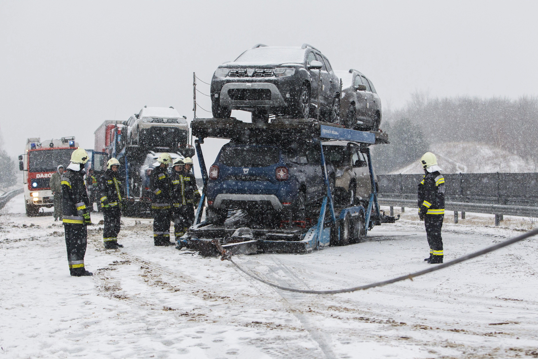Több megyében havazás nehezíti a közlekedést