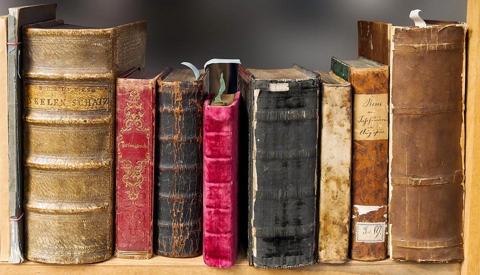 Több milliós sikkasztással vádolnak egy vasi könyvtárost