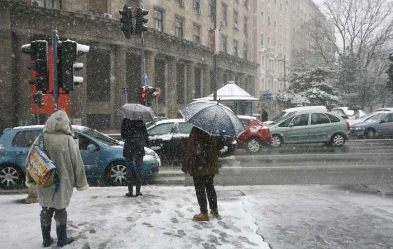Riasztást adtak ki több területre, ónos eső, jeges utak és havazás miatt
