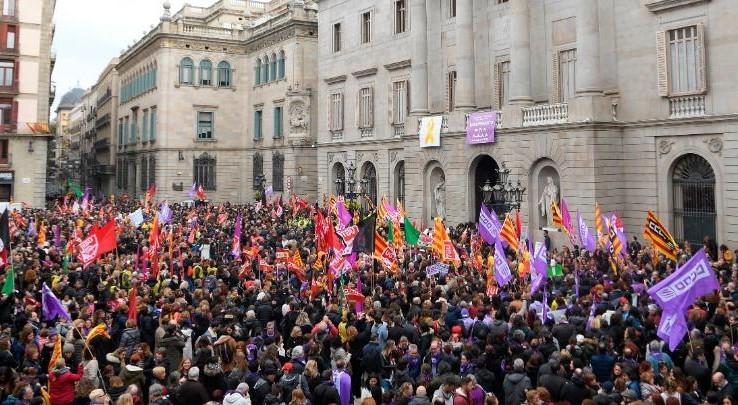 Nőnapi sztrájk - Tömegek vonultak utcára Spanyolországban