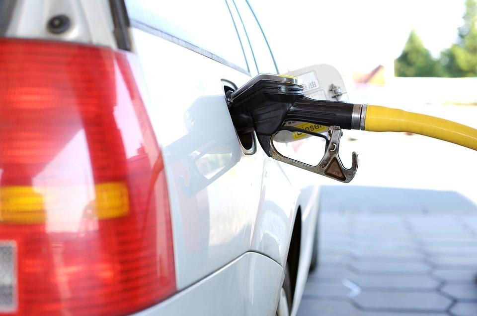 Így változik a benzin és a gázolaj ára szerdától