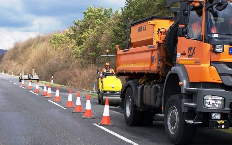 Több helyen lesz forgalomkorlátozás az M1-es autópályán a héten