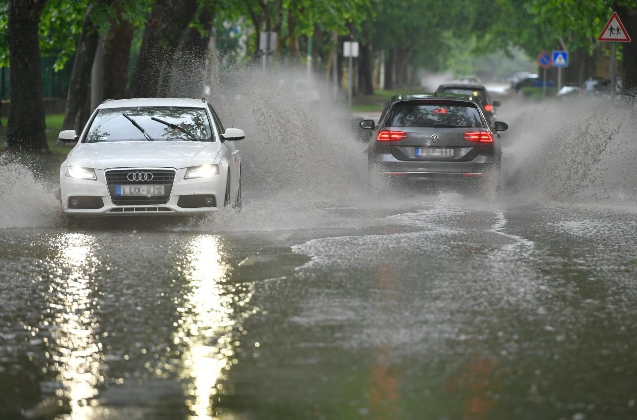 Kiadós esőre, felhőszakadásra készüljön - Még a rendőrség is figyelmeztet