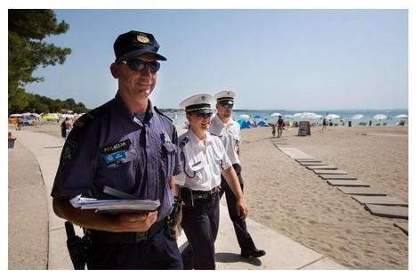 Magyar rendőrök segítik idén is a Horvátországban nyaralókat