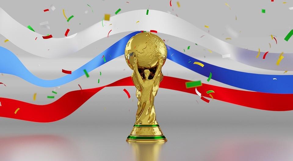 A labdarúgó-világbajnokság élő sportközvetítései vasárnap a televíziókban