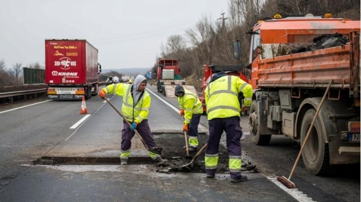 Útjavítás - Itt lesz útjavítás, sávlezárás az M1-es autópályán a héten