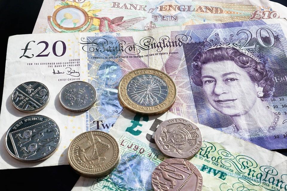 Angol font - Megújulnak a brit bankjegyek