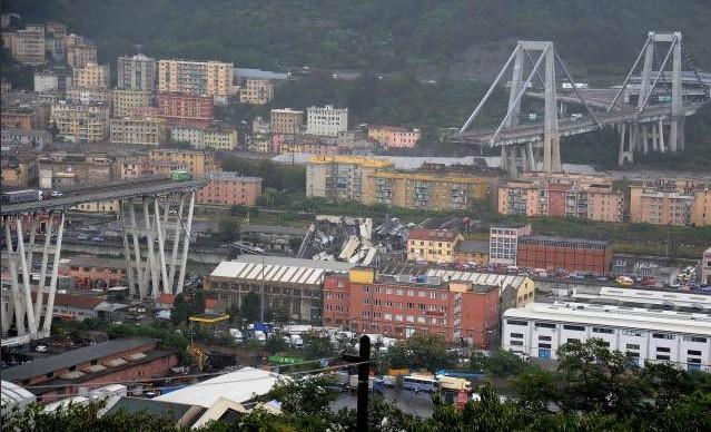 Leszakadt a A10-es autópálya egyik hídja Genova közelében