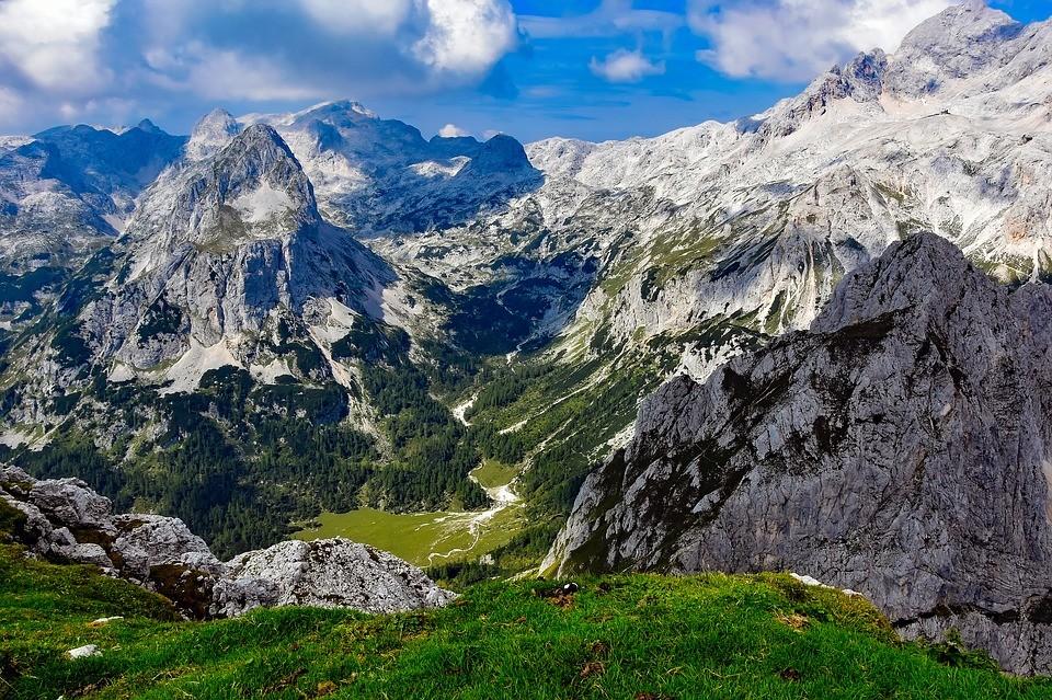 Villám csapott egy sziklába Szlovéniában, sérültek