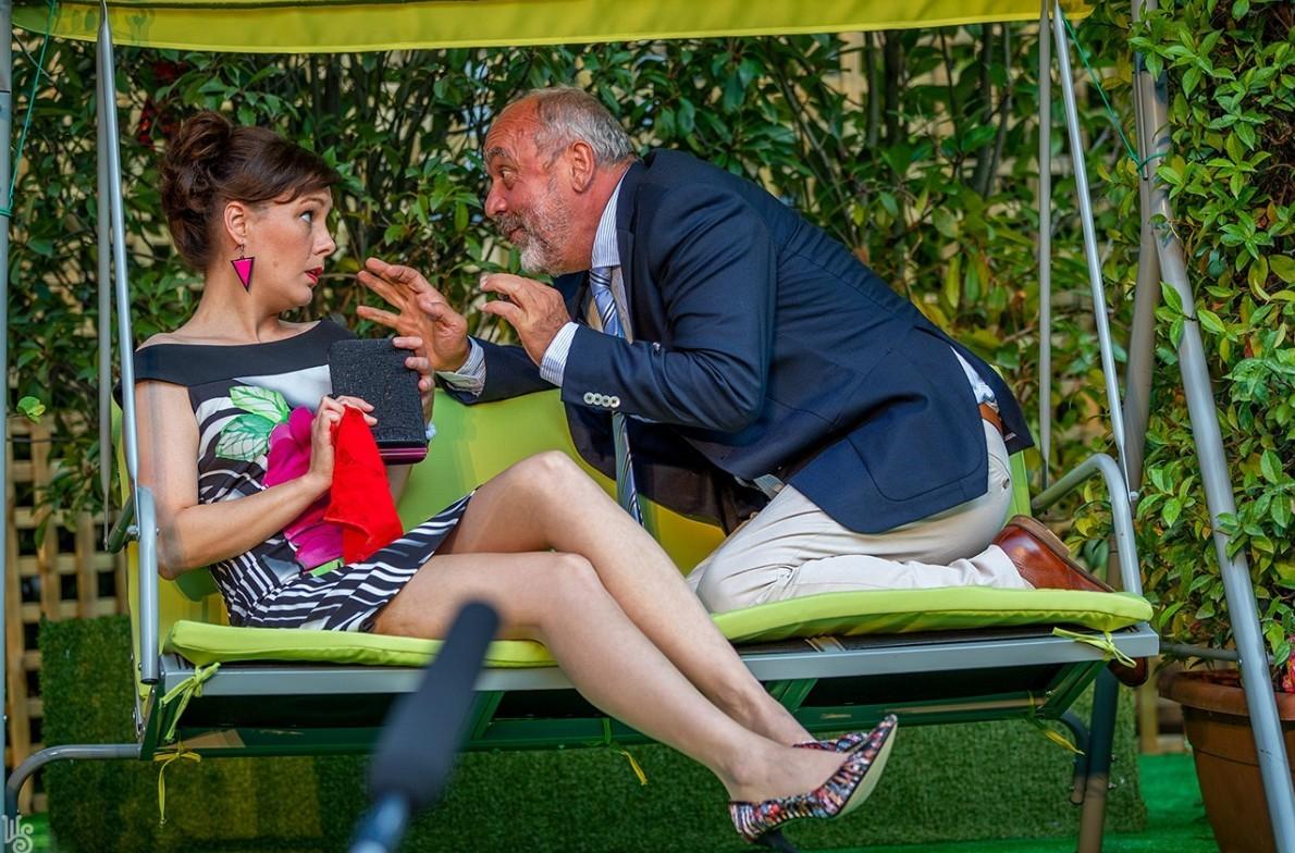 Szerethető a Szerelmi üzletek – A Weöres Sándor Színház sikeres a szombathelyi Megyeháza udvarán is