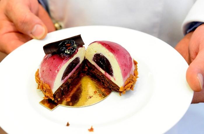 Ez a szőlős fehércsokoládés édesség nyerte el a Budapest Desszertje címet
