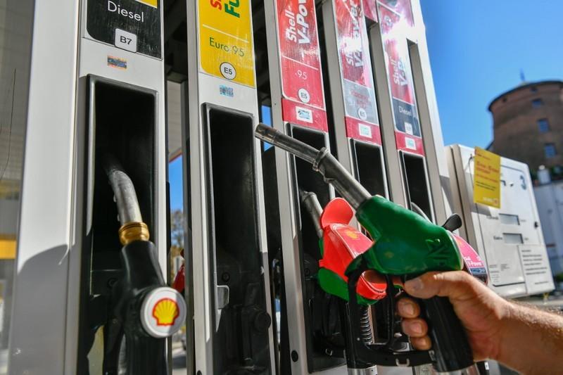 E és B, kör és négyzet - Itt vannak az új üzemanyag-jelölések
