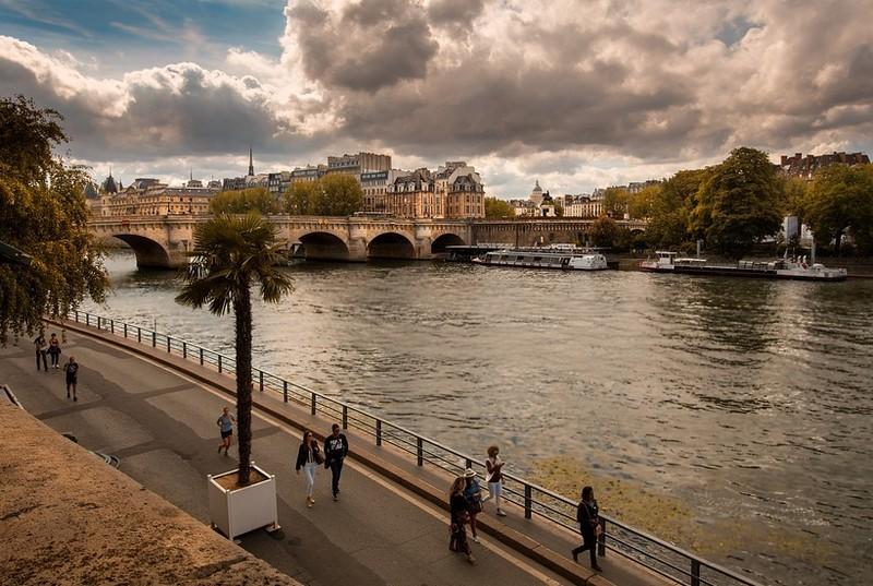 Kitiltották a gépkocsikat a párizsi alsórakpartokról