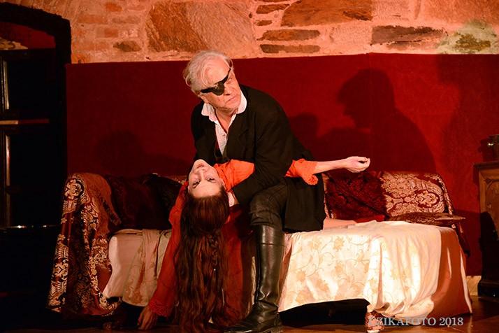 Színházi előadás Lékán: Dracula (fotók)