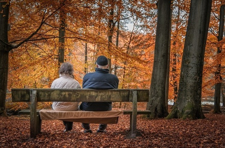Nyugdíjprémium: Máskor kapják a bankszámlával rendelkezők és máskor akik a postástól