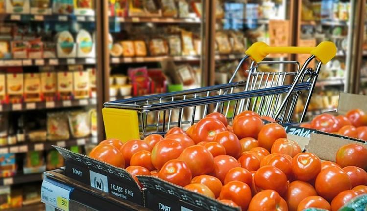 Ennyit változott az élelmiszer, az üzemanyag és a dohánytermékek ára egy év alatt