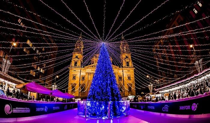 Karácsony - Nőnek a karácsonyi ünnepre szánt kiadások