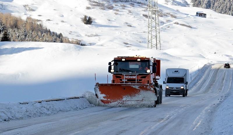 Komoly fennakadásokat okoz a havazás Németországban
