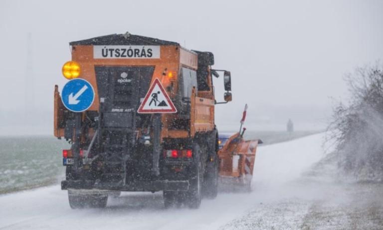Számos megyére figyelmeztetést adtak ki havazás, hófúvás és ónos eső miatt