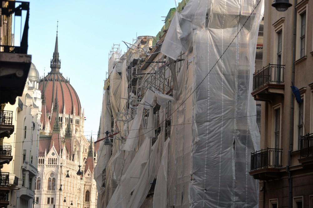 Komoly károkat okozott a szélvihar a határon túl és Budapesten