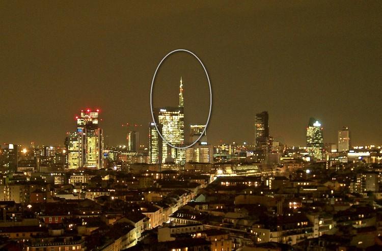 Március 15. - Piros-fehér-zöldbe öltözik Olaszország legmagasabb felhőkarcolója