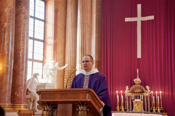 A szombathelyi Premontrei Gimnázium hamvazószerdai szentmiséje ( beszámoló)